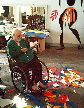 Henri-Matisse-working-in-studio-1952