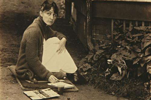 Georgia O'Keeffe at age 30 with her watercolors in Texas, 1916